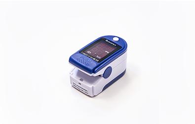 O Oxímetro mede a taxa de oxigênio e os batimentos cardíacos.