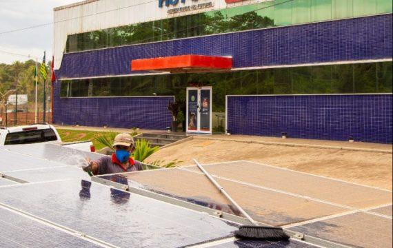 Como limpar seus painéis solares Hot Sat